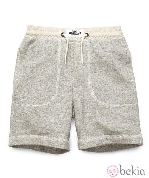 Short gris de la colección infantil de David Beckham para H&M