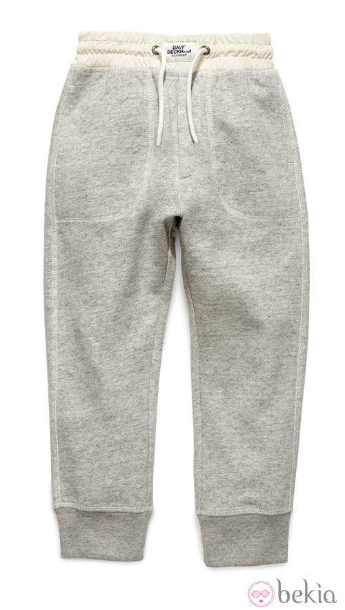Pantalón beige de la colección infantil de David Beckham para H&M