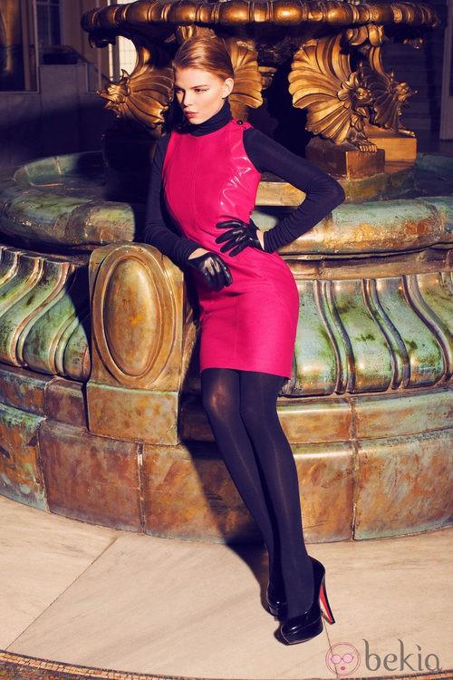 Vestido fucsia de la colección invierno 2014 de Laura Bernal