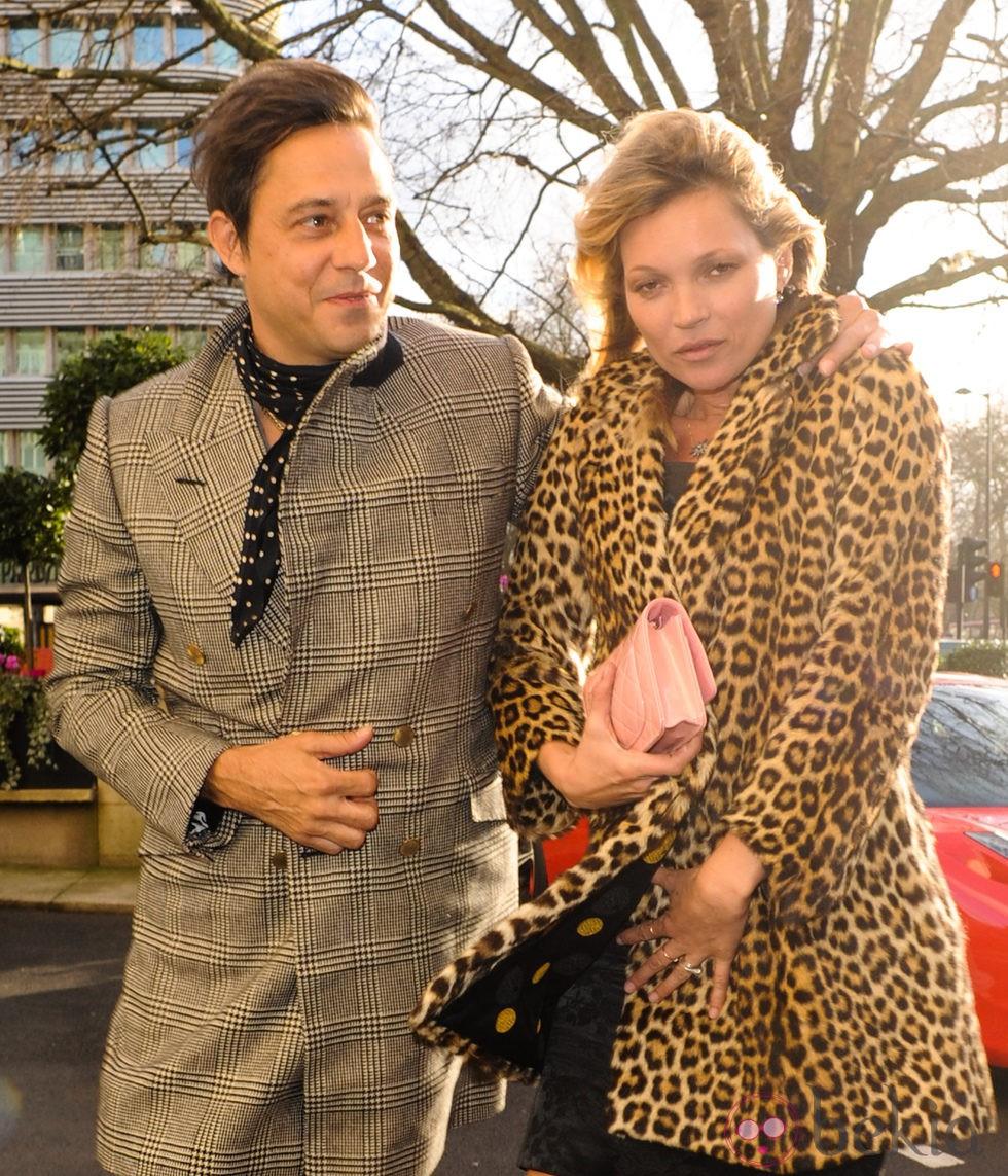 Kate Moss y su marido Jamie Hince en el día del cumpleaños de la modelo