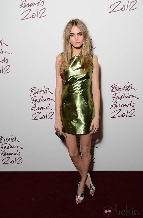 Cara Delevingne con un vestido de Burberry en los British Fashion Awards 2012