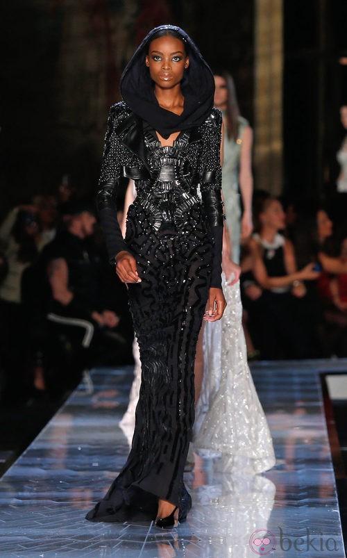 Vestido negro de la colección primavera/verano 2014 de Atelier Versace