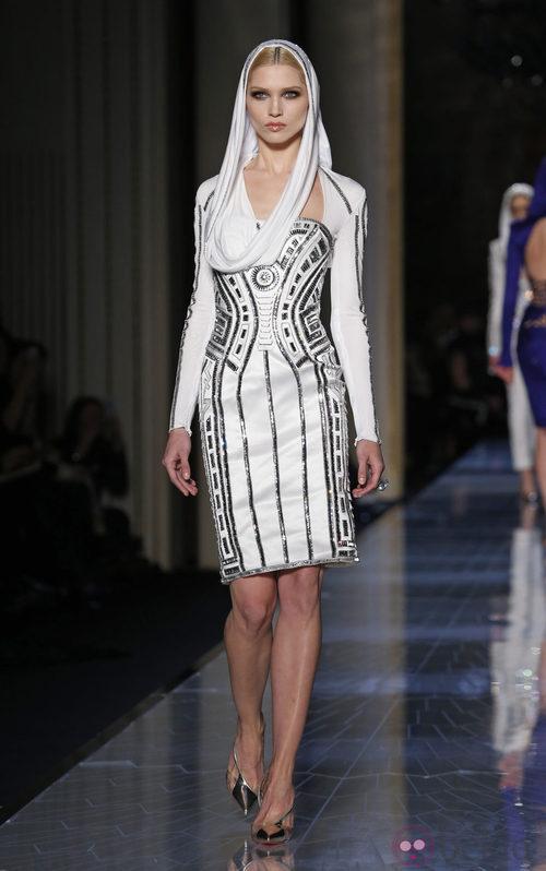 Vestido blanco de la colección primavera/verano 2014 de Atelier Versace