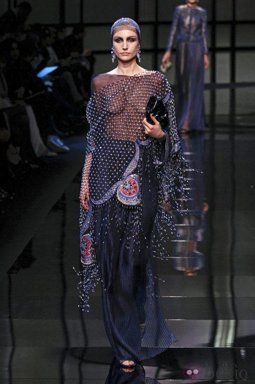 Blusa de la colección primavera/verano 2014 Alta Costura de Giorgio Armani Privé en la Semana de la Moda de París