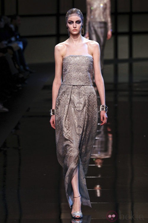 Vestido palabra de honor de la colección primavera/verano 2014 Alta Costura de Giorgio Armani Privé en la Semana de la Moda de París