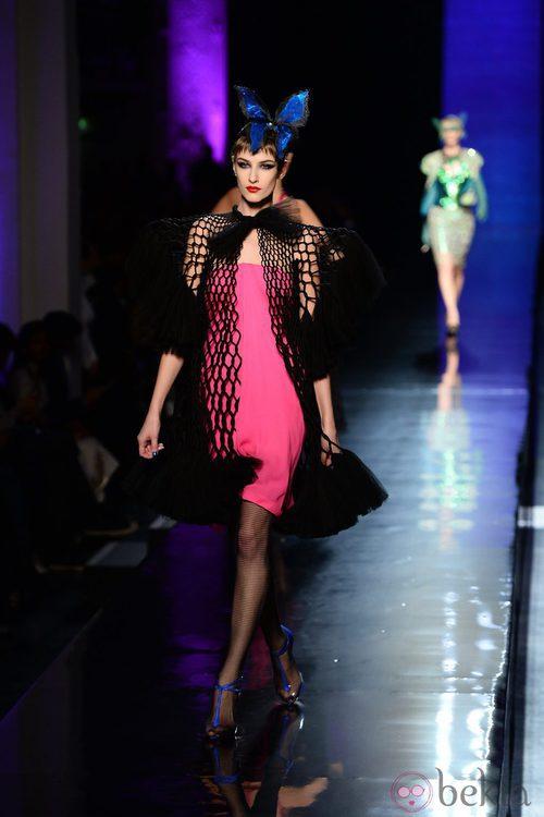 Vestido fucsia de la colección primavera/verano 2014 Alta Costura de Jean Paul Gaultier en la Semana de la Moda de París