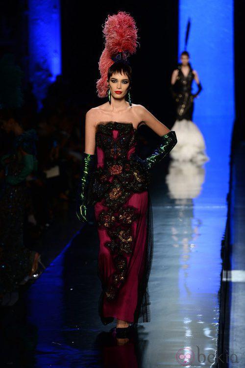 Vestido de tubo de la colección primavera/verano 2014 Alta Costura de Jean Paul Gaultier en la Semana de la Moda de París