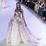 Vestido estampado de la colección primavera/verano 2014 Alta Costura de Elie Saab en la Semana de la Moda de París