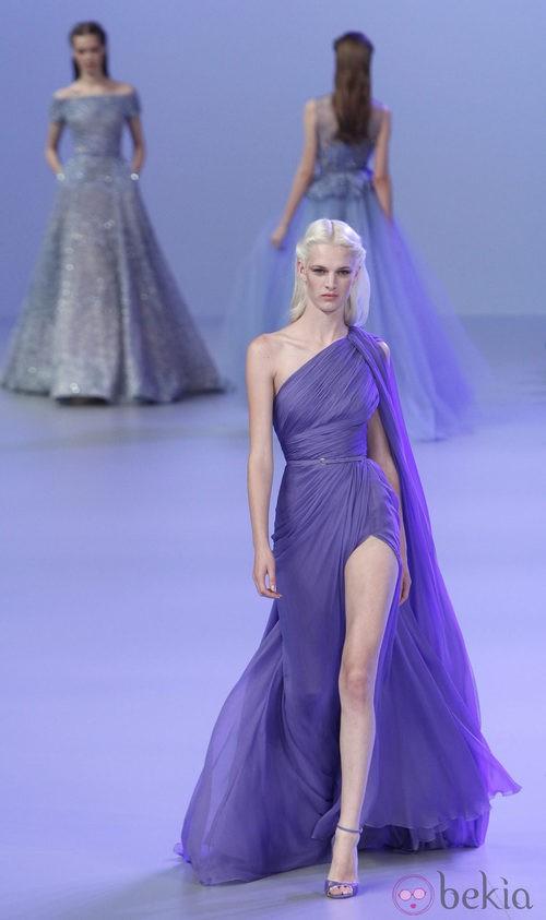 Vestido asimétrico de la colección primavera/verano 2014 Alta Costura de Elie Saab en la Semana de la Moda de París