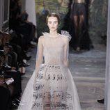 Vestido de transparencias de la colección primavera/verano 2014 Alta Costura de Valentino en la Semana de la Moda de París