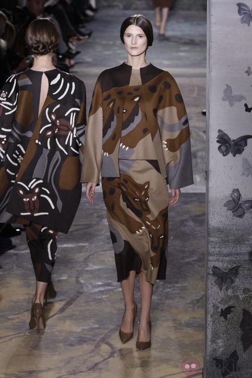 Vestido estampado de la colección primavera/verano 2014 Alta Costura de Valentino en la Semana de la Moda de París