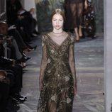 Vestido con bordados de la colección primavera/verano 2014 Alta Costura de Valentino en la Semana de la Moda de París