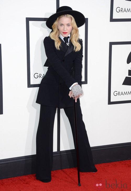 Madonna con un esmoquin de Ralph Lauren en la alfombra roja de los Premios Grammy 2014