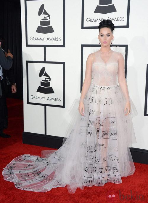 Katy Perry con un vestido de Valentino en la alfombra roja de los Premios Grammy 2014