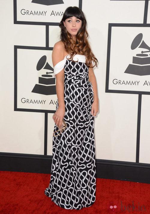 Foxes con un vestido de Vivienne Westwood en la alfombra roja de los Premios Grammy 2014