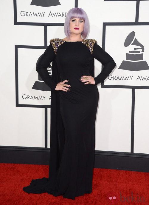 Kelly Osbourne con un vestido de Bradgley Mischka en la alfombra roja de los Premios Grammy 2014