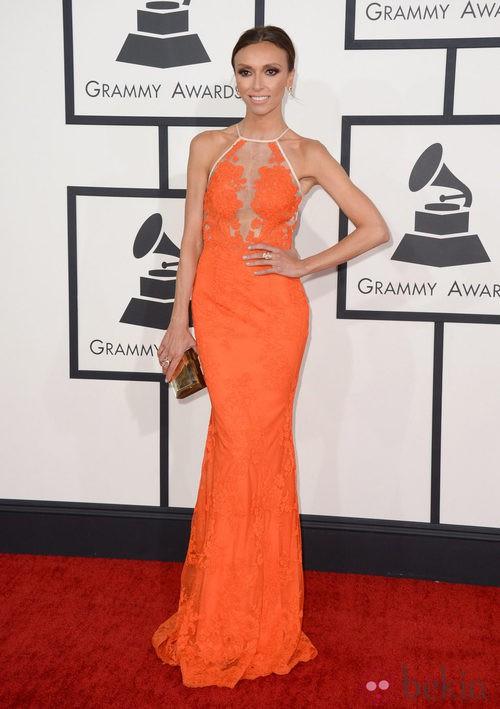 Giuliana Rancic con un vestido de Alex Perry en la alfombra roja de los Premios Grammy 2014