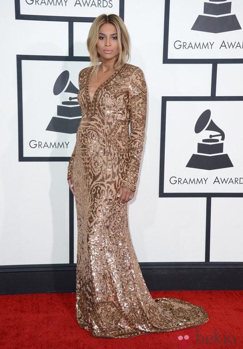 Ciara con un vestido de Pucci en la alfombra roja de los Premios Grammy 2014