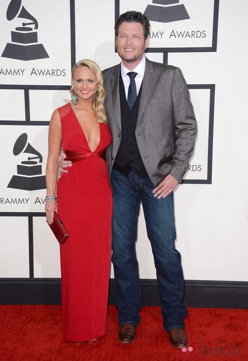 Miranda Lambert con un vestido de Pamella Roland en la alfombra roja de los Premios Grammy 2014