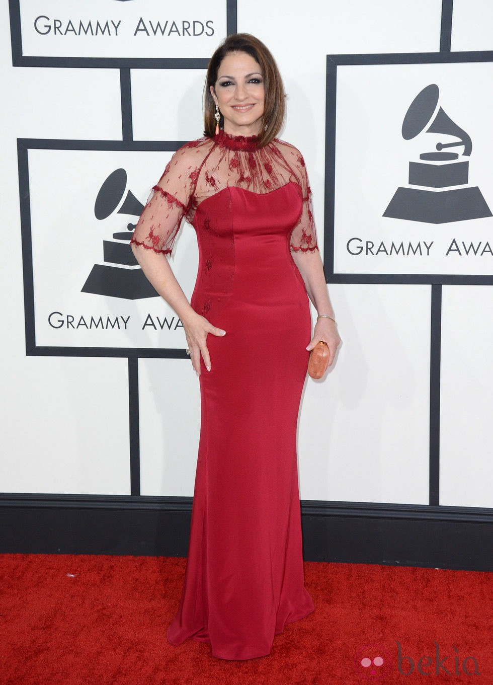 454abe003d Anterior Gloria Stefan con un vestido de Gustavo Cadile en la alfombra roja  de los Premios Grammy