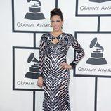 Paula Patton con un vestido de Nicolas Jebra en la alfombra roja de los Premios Grammy 2014
