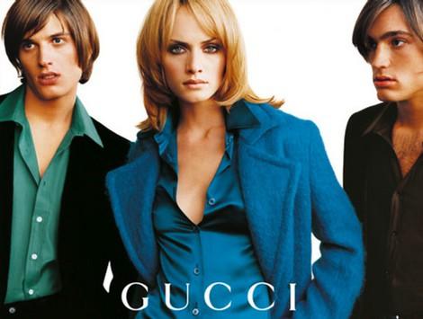 Amber Valetta posa para la campaña otoño/invierno 1995 de Gucci