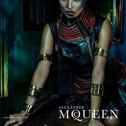 Campaña primavera/verano 2014 de Alexander McQueen con Kate Moss