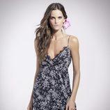 Izabel Goulart con un vestido de la colección 'Trópico' PV2014 de Suiteblanco