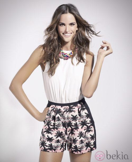 Izabel Goulart con short y blusa de la colección primavera/verano 2014 de Suiteblanco