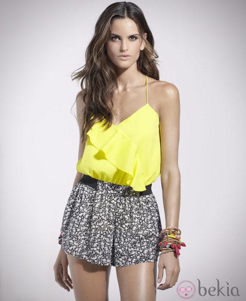 Izabel Goulart con blusa color flúor de la colección primavera/verano 2014 de Suiteblanco