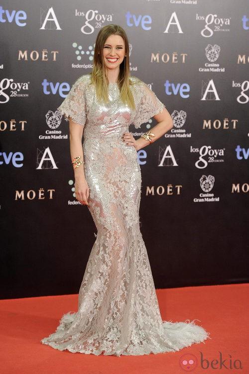 Manuela Vellés con un vestido Alfredo Villaba en la alfombra roja de los Goya 2014