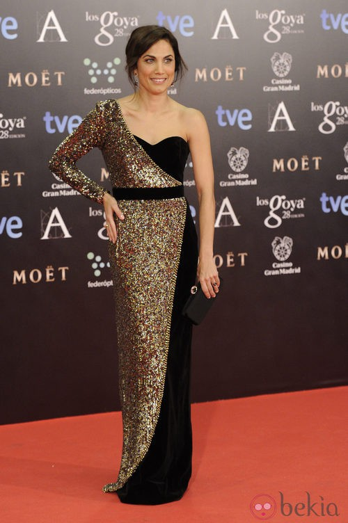 Toni Acosta con vestido de Dolores Promesas en la alfombra roja de los Goya 2014