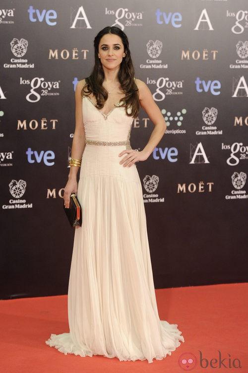 Macarena García con un vestido de Roberto Cavalli en la alfombra roja de los Goya 2014
