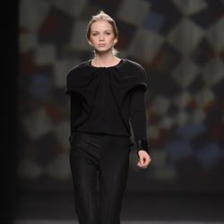 Total black de AA de Amaya Arzuaga en Madrid Fashion Week otoño/invierno 2014/2015