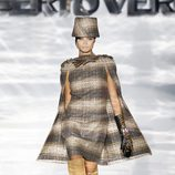 Vestido con capa de la firma Roberto Verino en Madrid Fashion Week otoño/invierno 2014/2015
