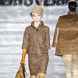 Abrigo manga francesa de Roberto Verino en Madrid Fashion Week otoño/invierno 2014/2015