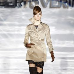 Gabardina de Roberto Verino en Madrid Fashion Week otoño/invierno 2014/2015