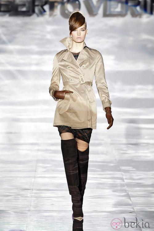 Gabardina de Roberto Verino en Madrid Fashion Week otoño/invierno 2014/2015