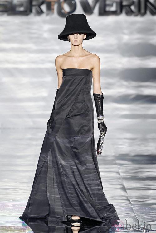 Vestido palabra de honor de Roberto Verino en Madrid Fashion Week otoño/invierno 2014/2015