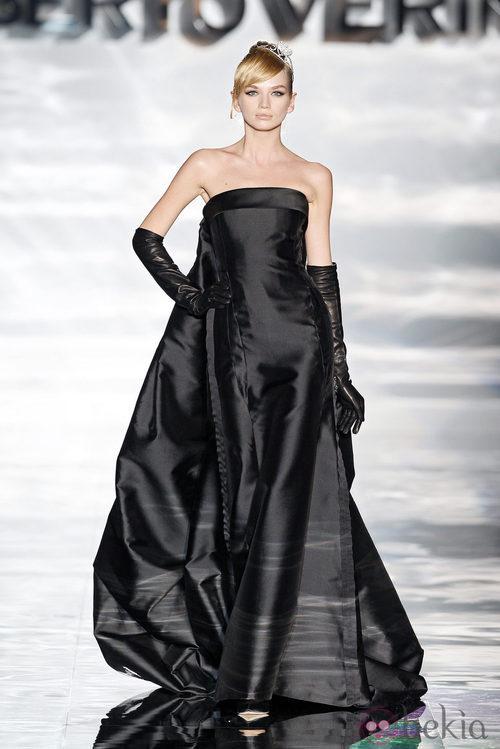 Vestido con capa de Roberto Verino en Madrid Fashion Week otoño/invierno 2014/2015