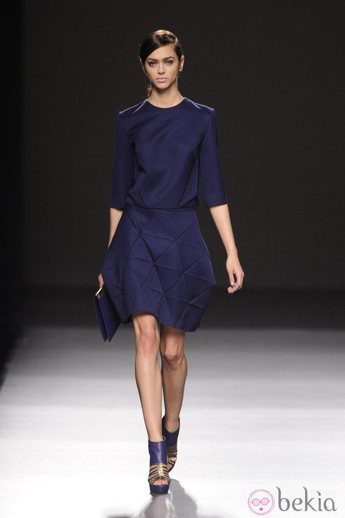 Vestido azul noche de Devota & Lomba en Madrid Fashion Week otoño/invierno 2014/2015