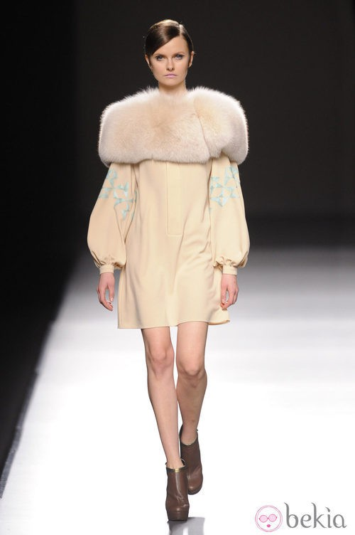 Vestido nude de Devota & Lombra en Madrid Fashion Week otoño/invierno 2014/2015