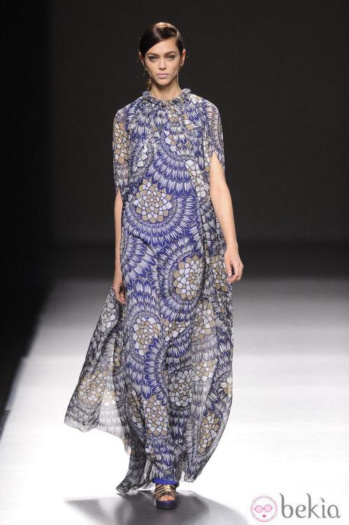 Vestido con estampados azules de Devota & Lomba en Madrid Fashion Week otoño/invierno 2014/2015