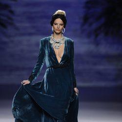 Vestido azul de la colección otoño/invierno 2014/2015 de Francis Montesinos en Madrid Fashion Week