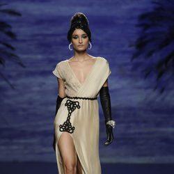 Vestido beige de la colección otoño/invierno 2014/2015 de Francis Montesinos en Madrid Fashion Week