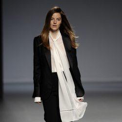 Traje de pantalón de la colección otoño/invierno 2014/2015 de Ángel Schlesser en Madrid Fashion Week