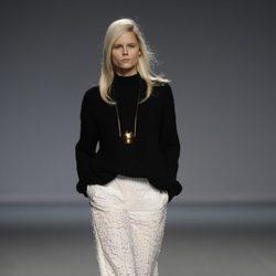 Pantalón blanco de la colección otoño/invierno 2014/2015 de Ángel Schlesser en Madrid Fashion Week