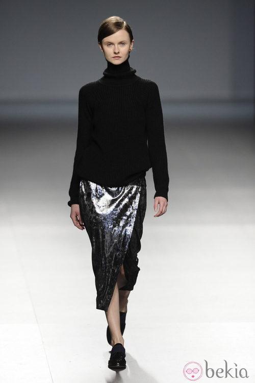 Falda metalizada de la colección otoño/invierno 2014/2015 de Ángel Schlesser en Madrid Fashion Week