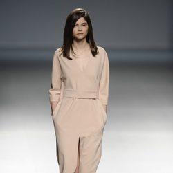 Vestido empolvado de la colección otoño/invierno 2014/2015 de Ángel Schlesser en Madrid Fashion Week