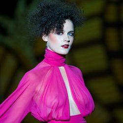 Vestido fucsia de la colección otoño/invierno 2014/2015 de Andrés Sardá en Madrid Fashion Week
